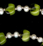 0070: Freshwater pearls, green vintage glass necklace