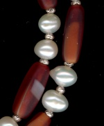 0071: Freshwater pearls, frosted red glass tubes necklace